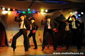 танец Майкл Джексон